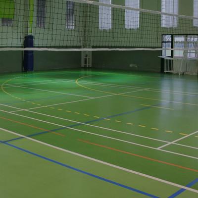 Estádio Universitário - Imagem de um campo de Voleibol no Pavilhão nº 2. Neste pavilhão pode jogar-se badminton, Voleibol, Futsal e Andebol