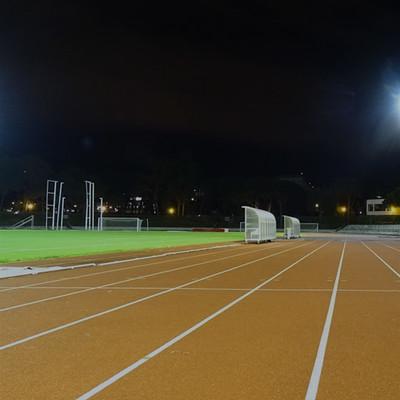 Estádio Universitário - Imagem noturna da Pista de Atletismo principal
